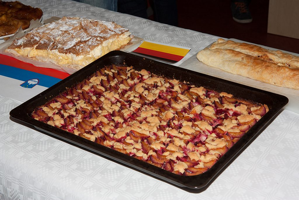 German strudel next to Slovenian kremsnita