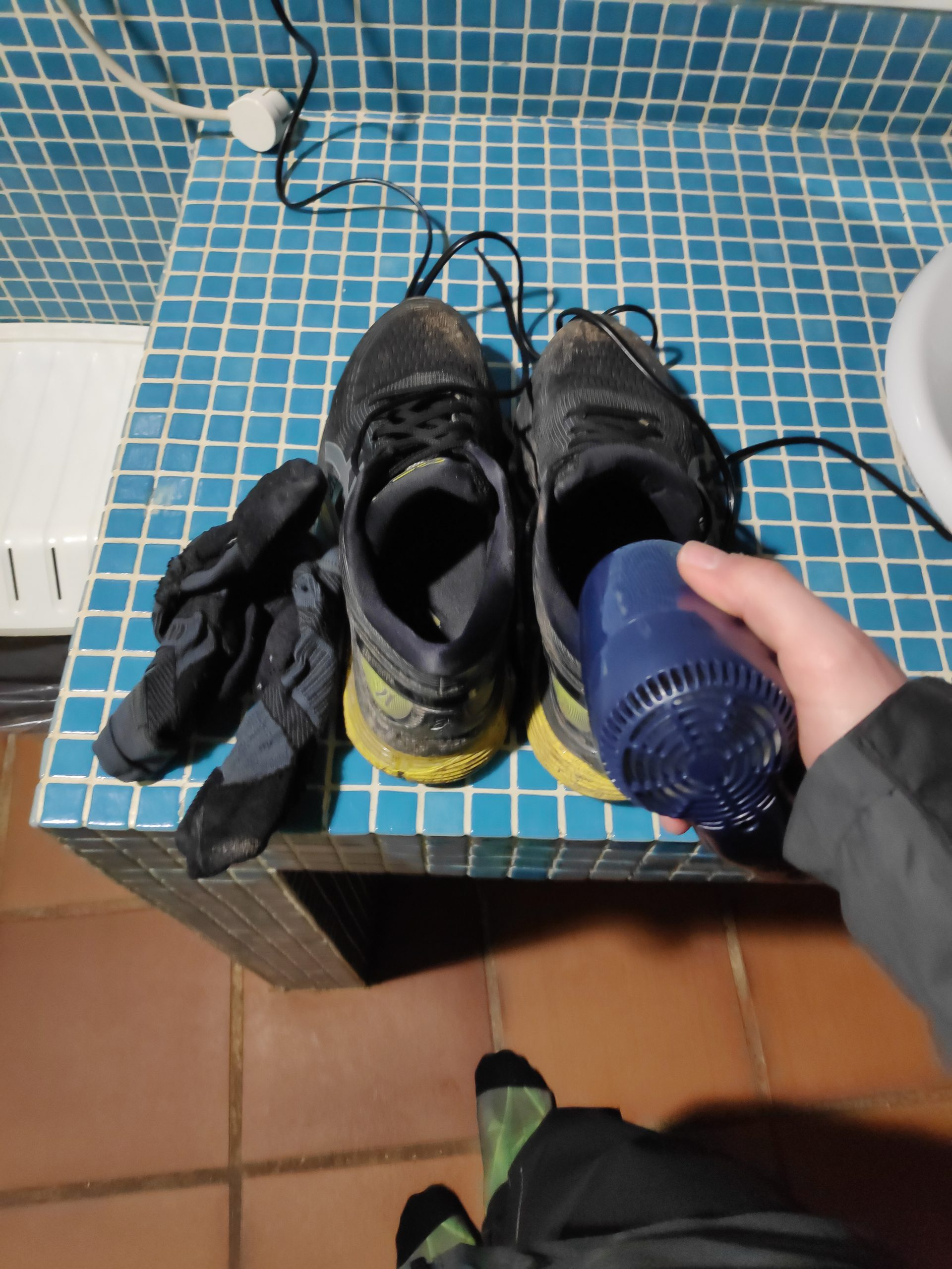 Drying shoes again. Not sure, what was worse, doing it in the room last time, or in the kitchen this time. :)